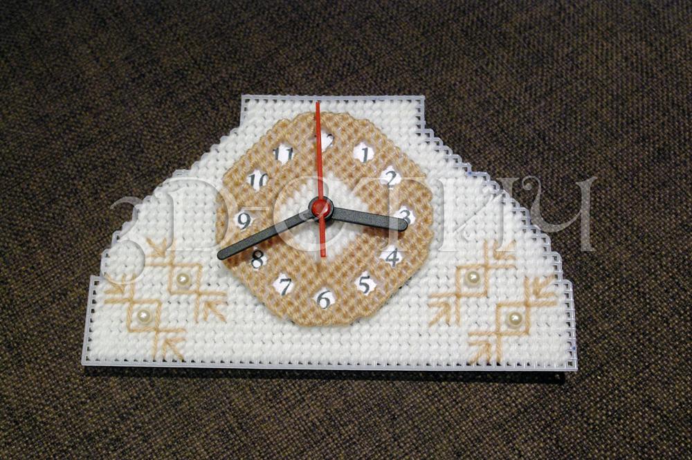 Мастер-класс вышивки на пластиковой канве - Телефон-часы - окончательная сборка