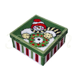 """Набор для вышивания на пластиковой канве КР019-2 Коробка """"Снеговичок с венком"""""""